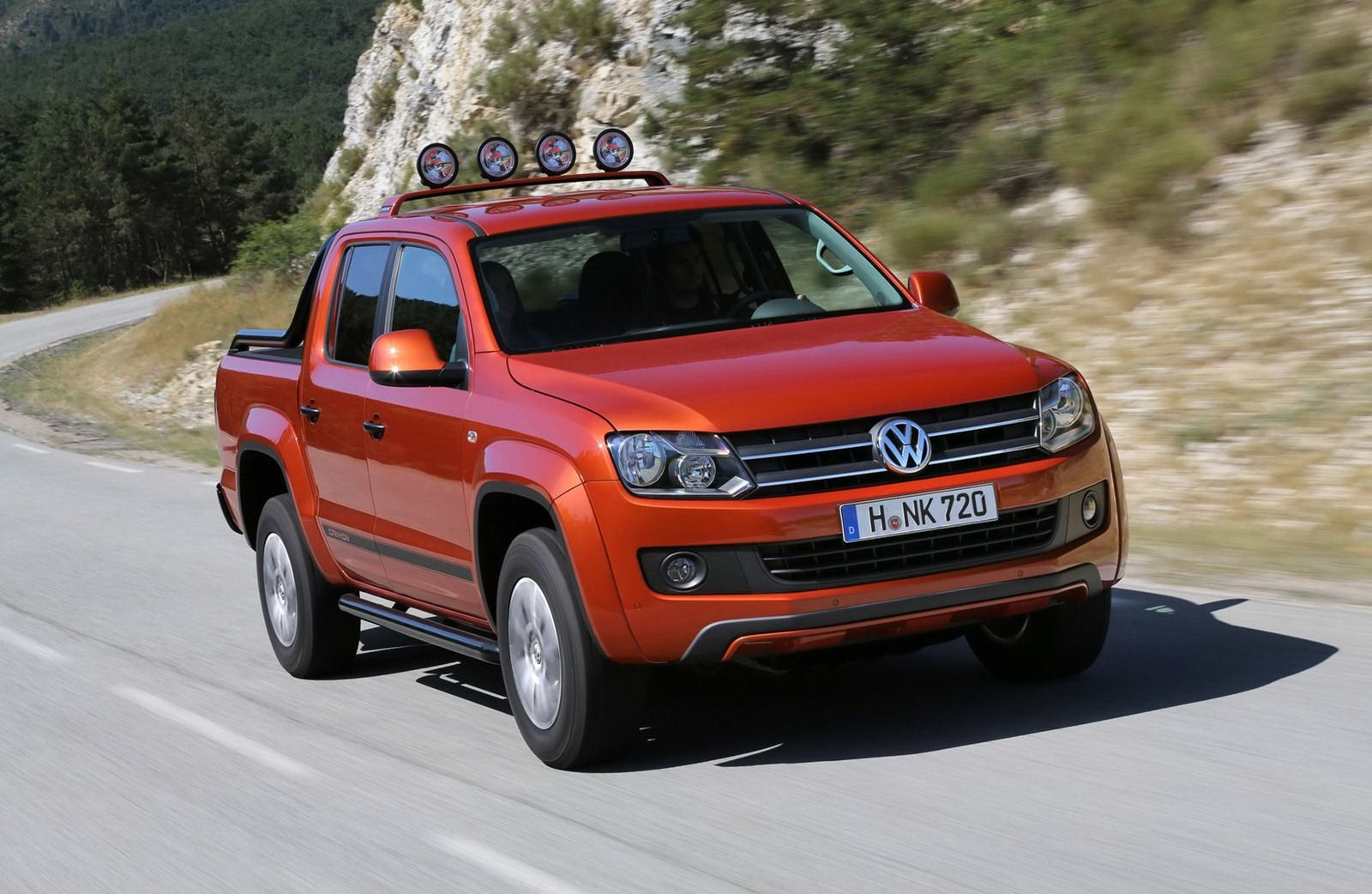 volkswagen amarok canyon pomara czowy szpaner news. Black Bedroom Furniture Sets. Home Design Ideas